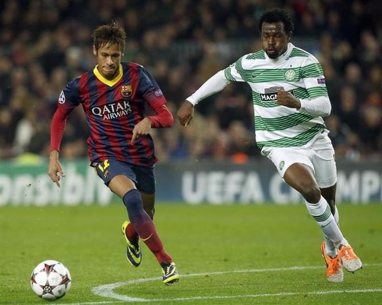 Barcelona's Neymar (L) and Celtic's Efe Ambrose challenge for the ball during their Champions League soccer match at Camp Nou stadium in Barcelona December 11, 2013. REUTERS/Albert Gea
