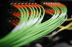 Liberty Global discute d'une OPA avec le câblo-opérateur néerlandais Ziggo, une opération qui, de l'avis des analystes, pourrait atteindre dans les cinq milliards d'euros. Ziggo avait déjà rejeté en octobre une première proposition de la société de John Malone. /Photo d'archives/REUTERS/Lisi Niesner