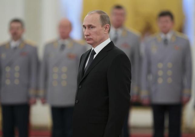 Russia's President Vladimir Putin attends a ceremony to present officers, who were recently appointed to senior command positions, at the Kremlin in Moscow, November 19, 2013. REUTERS/Mikhail Metzel/RIA Novosti/Kremlin