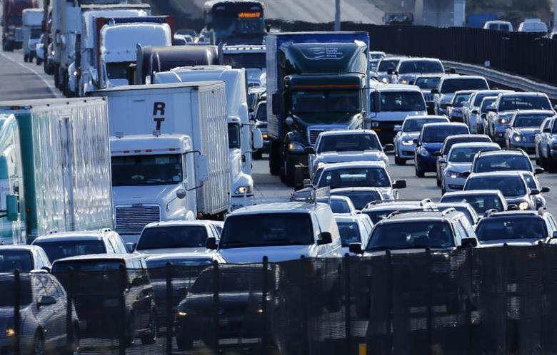 Automobile traffic backs-up as it travels north from San Diego to Los Angeless along Interstate Highway 5 in California December 10, 2013. REUTERS/Mike Blake