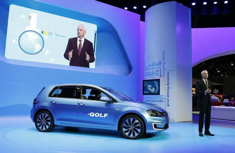 Jonathan Browning, President and CEO of the Volkswagen Group of America, introduces the Volkswagen eGolf electric car at the Los Angeles Auto Show in Los Angeles, California, November 20, 2013. REUTERS/Mike Blake