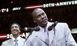 Former Bulls star Michael Jordan (R) talks to the crowd while Scottie Pippen looks on during a ceremony to honor the 20th anniversary of their first world championship at half time of the NBA basketball game between the Utah Jazz and Chicago Bulls in Chicago, Illinois March 12, 2011. REUTERS/Frank Polich