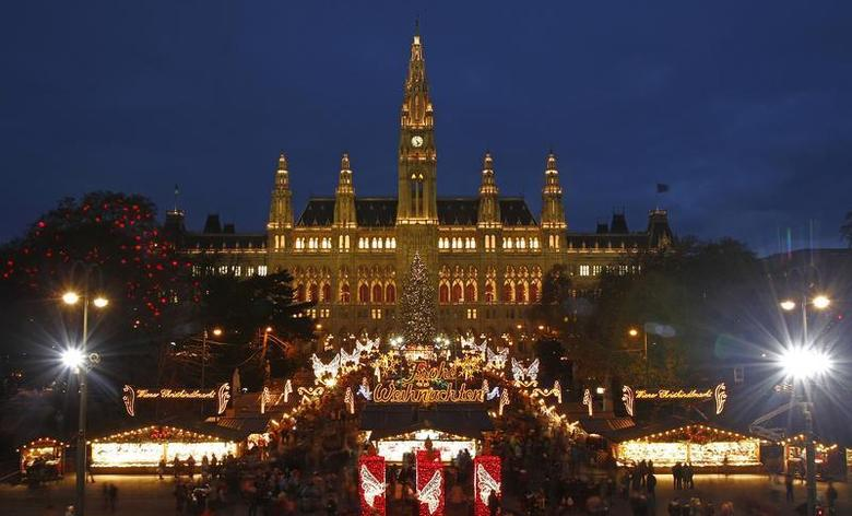 The city hall is pictured behind Christkindlmarkt advent market in Vienna November 29, 2013.REUTERS/Heinz-Peter Bader