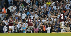 West Ham United's Ravel Morrison (L) celebrates with team mate Ricardo Vaz Te after scoring against Tottenham Hotspur during their English Premier League soccer match at White Hart Lane in London October 6, 2013. REUTERS/Eddie Keogh