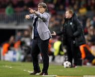 "Barcelona's coach Gerardo ""Tata"" Martino gives instructions during their Champions League soccer match against Celtic at Camp Nou stadium in Barcelona December 11, 2013. REUTERS/Gustau Nacarino"