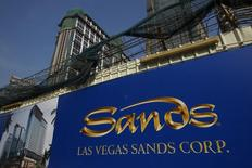 L'opérateur américain Las Vegas Sands a renoncé à investir plus de 30 milliards de dollars dans un projet de casinos dans la banlieue de Madrid, provoquant la déception en Espagne où ce programme devait contribuer à raviver l'économie. /Photo d'archives/REUTERS/Bobby Yip