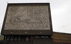 """Cinco obras de Picasso gravadas em concreto, como """"Os Pescadores"""" (foto), podem ter de enfrentar os equipamentos de demolição nos edifícios governamentais de Oslo que o militante anti-islâmico Anders Breivik atacou em 2011. REUTERS/Tobias Schwarz"""