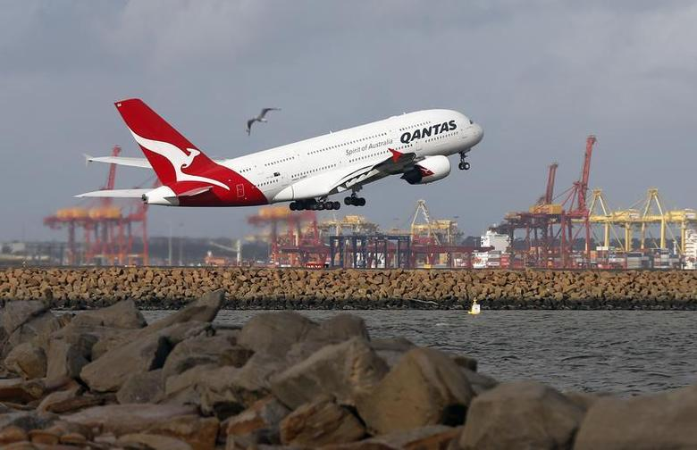 A Qantas plane A380 takes off from Kingsford Smith International airport in Sydney June 26, 2013. . REUTERS/Daniel Munoz