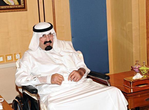 Saudi Arabia's King Abdullah meets visitors in Riyadh November 28, 2012. REUTERS/Saudi Press Agency/Handout