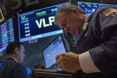 Les investisseurs auront cette semaine, peut-être plus que jamais auparavant, les yeux braqués sur la Réserve fédérale qui se réunit mardi et mercredi pour un Comité de politique monétaire qui pourrait s'avérer crucial. /Photo prise le 11 décembre 2013/REUTERS/Brendan McDermid