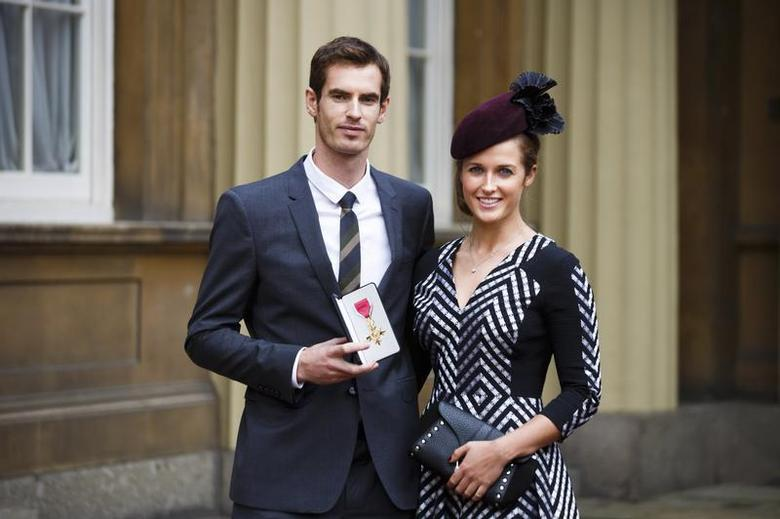 Wimbledon champion Andy Murray poses with his girlfriend Kim Sears, and his Officer of the Most Excellent Order of the British Empire (OBE) medal after receiving it from Prince William during an investiture ceremony at Buckingham Palace in London October 17, 2013. REUTERS/Paul Rogers/Pool