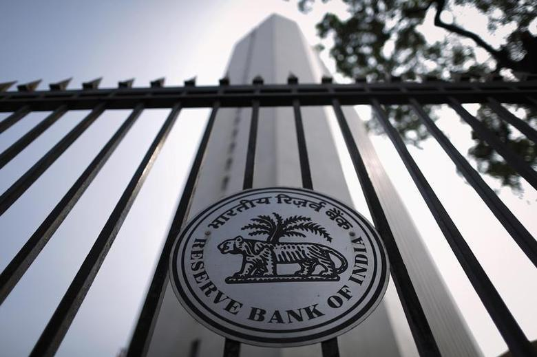 The Reserve Bank of India (RBI) seal is pictured on a gate outside the RBI headquarters in Mumbai October 29, 2013. REUTERS/Danish Siddiqui