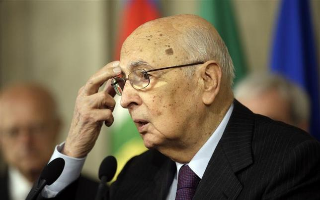 Italian President Giorgio Napolitano gestures as he speaks with reporters at the Quirinale palace April 24, 2013. REUTERS/Max Rossi