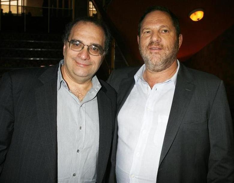 Bob Weinstein (L) and his brother Harvey Weinstein, the founders of The Weinstein Co., an independent motion picture studio, pose at the premiere of their studio's film ''1408'' in Los Angeles, California June 12, 2007. REUTERS/Fred Prouser