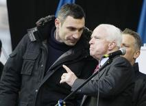 U.S. Senator John McCain (R) speaks with Ukrainian opposition leader Vitaly Klitschko (L) during a mass rally by pro-European integration protesters at Independence Square in Kiev December 15, 2013. REUTERS/Gleb Garanich