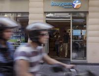 Bouygues Telecom inclura lui aussi, dès ce mardi, sans surcoût, le très haut débit mobile (4G) dès 19,99 euros par mois, la filiale du groupe de BTP Bouygues s'alignant ainsi sur l'offre lancée au début du mois par Free. /Photo prise le 28 août 2013/REUTERS/Jacky Naegelen
