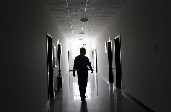A drug addict walks at a compulsory drug rehabilitation center in Kunming, capital of southern China's Yunnan Province November 28, 2011. REUTERS/Jason Lee