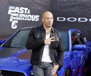 """El miembro del elenco y productor Vin Diesel posa en el estreno de la película """"Fast & Furious 6"""" en Universal Citywalk en Los Angeles. 21 de mayo, 2013. Dwayne Johnson se adjudicó el puesto número 1 en la lista de actores de mayor recaudación del 2013 elaborada por Forbes, mientras que sus compañeros de la película """"Fast & Furious 6"""" Vin Diesel y el fallecido Paul Walker se ubicaron entre los primeros seis lugares, dijo la revista. REUTERS/Fred Prouser (ESTADOS UNIDOS - ENTRETENIMIENTO)"""
