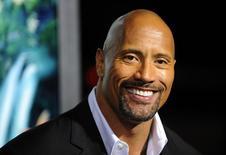 """Ator Dwayne Johnson chega para a estreia de """"Viagem 2: A Ilha Misteriosa"""", em Los Angeles. Johnson ficou em primeiro lugar na lista da Forbes de atores de maior bilheteria em 2013, enquanto seu colega de """"Velozes e Furiosos 6"""", Vin Diesel, e o ator Paul Walker, que morreu recentemente num acidente de carro, se posicionaram entre os seis primeiros colocados, informou a revista nesta segunda-feira. 02/02/2012. REUTERS/Gus Ruelas"""