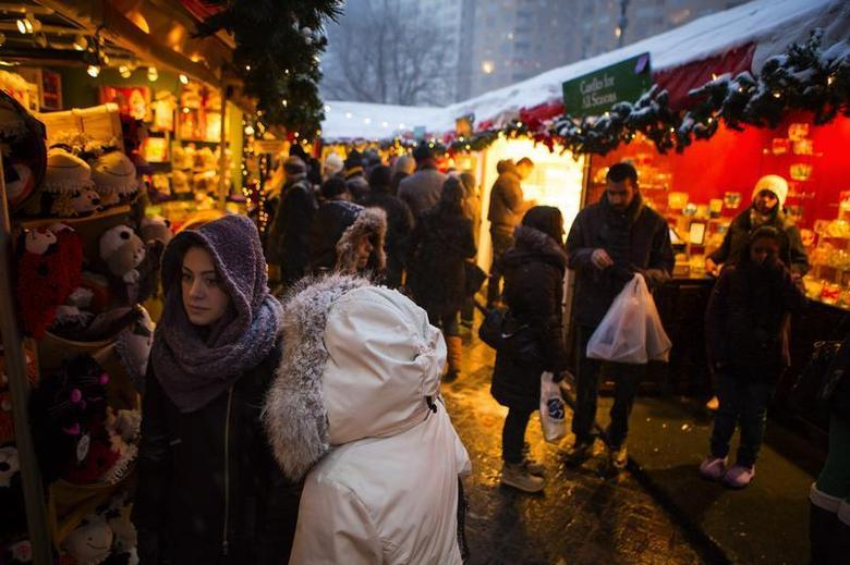 People shop at holiday vendors near Central Park in New York December 14, 2013. REUTERS/Eric Thayer