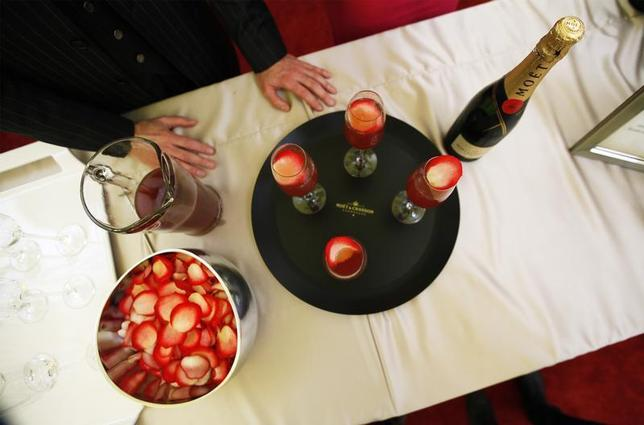 A tray of champagne cocktails rests on a table during a food and wine preview in preparation for the 84th Academy Awards in Hollywood, California February 23, 2012. REUTERS/Lucas Jackson
