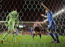 Chelsea's Frank Lampard (R) celebrates scoring against Sunderland during their English League Cup quarter-final soccer match at the Stadium of Light in Sunderland, December 17, 2013. REUTERS/Nigel Roddis