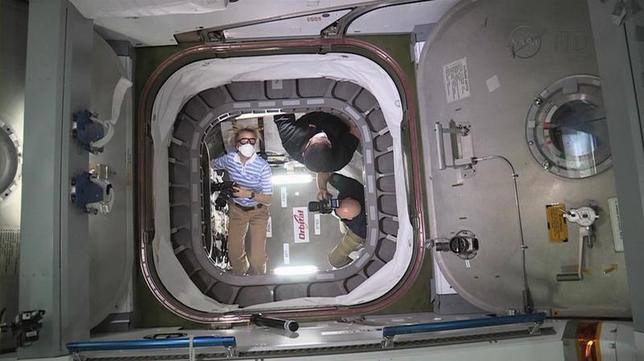 The International Space Station crew opens a hatch at 4:10am EDT (8:10am GMT) to begin unloading cargo in this NASA handout photo taken on September 30, 2013. REUTERS/NASA/Johnson Space Centre