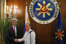U.S. Secretary of State John Kerry (L) and Philippines' President Benigno Aquino shake hands at a dinner at the Malacanang Presidential Palace in Manila December 17, 2013. REUTERS/Brian Snyder