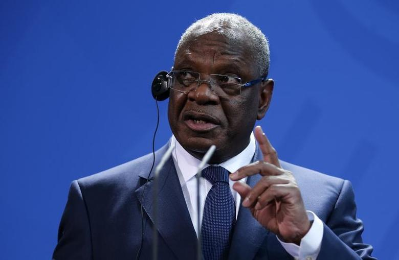 Mali's President Ibrahim Boubacar Keita gestures as he addresses a news conference following talks with German Chancellor Angela Merkel at the Chancellery in Berlin, December 11, 2013. REUTERS/Fabrizio Bensch
