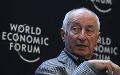 Presidente do Conselho de Administração da SABMiller, Graham Mackay, participa de sessão do Fórum Econômico Mundial em Davos, na Suíça. Mackay, uma das figuras mais conhecidas na indústria mundial de cervejas, morreu nesta quarta-feira vítima de câncer, aos 64 anos. 25/01/2012. REUTERS/Arnd Wiegmann