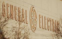 General Electric a dit s'attendre à une hausse d'au moins 10% de ses bénéfices dans ses activités d'aviation, de santé et dans les autres secteurs industriels à la faveur de ses investissements dans ces compartiments, tout en anticipant un recul de ses profits dans sa filiale financière. /Photo d'archives/REUTERS/Brian Snyder