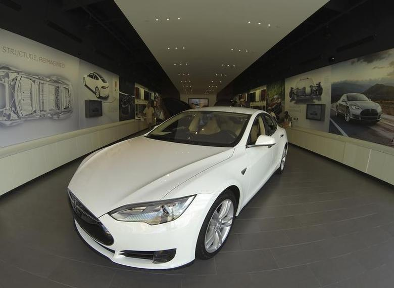 A Tesla Model S electric car is shown for sale at a Tesla store in a shopping mall in La Jolla, California September 6, 2013. REUTERS/Mike Blake