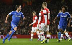 Chelsea's Juan Mata (L) celebrates scoring against Arsenal during their English League Cup fourth round soccer match at Emirates Stadium in London, October 29, 2013. REUTERS/Toby Melville