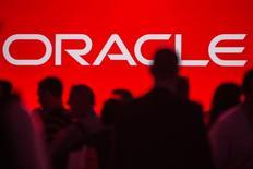 Oracle a enregistré des résultats meilleurs que prévu au deuxième trimestre et ses perspectives de chiffre d'affaires font raisonnablement espérer pour le deuxième concepteur de logiciels mondial le retour d'une vive croissance, cette dernière ayant été amoindrie cette année par des dépenses informatiques peu étoffées. /Photo prise le 24 septembre 2013/REUTERS/Jana Asenbrennerova