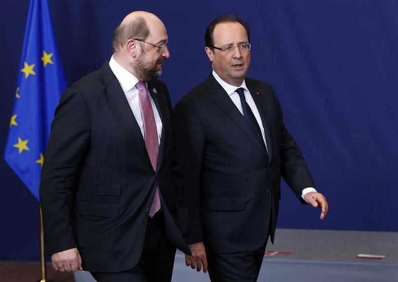 European Parliament President Martin Schulz talks with France's President Francois Hollande during a European Union leaders summit at the EU council headquarters in Brussels December 19, 2013. REUTERS/Yves Herman