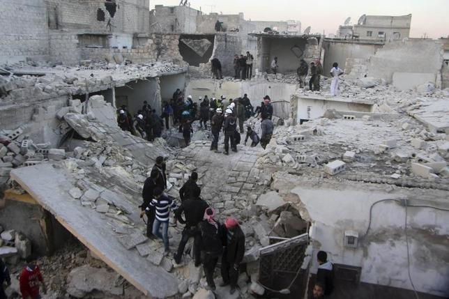 Residents search for survivors at a damaged site after what activists said was an air strike from forces loyal to Syria's President Bashar al-Assad in Takeek Al-Bab area of Aleppo, December 17, 2013. REUTERS/Saad AboBrahim