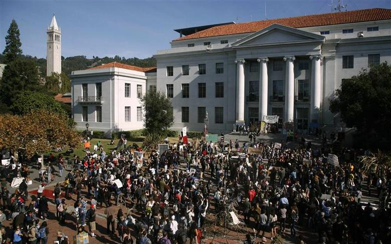 Students gather on Sproul Plaza at the University of California Berkeley for a general strike in Berkeley, California in this November 15, 2011 file photo. REUTERS/Robert Galbraith/Files