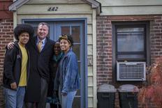 New York City mayor-elect Bill de Blasio (2nd L) poses with his son Dante (L), daughter Chiara (R), and wife Chirlane McCray outside of their Park Slope section of the Brooklyn borough in New York, November 5, 2013. REUTERS/Brendan McDermid