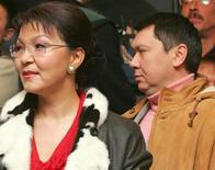 Архивное фото дочери президента Казахстана Нурсултана Назарбаевой Дариги и её мужа Рахата Алиева, сделанное 4 декабря 2005 года. Верховный суд Казахстана направил на новое рассмотрение уголовное дело об убийстве восьмилетней давности в ответ на подозрения прокуратуры, которая обвинила опального бывшего зятя главы государства в покушении на лидера оппозиции и сослалась на помощь американского ФБР. REUTERS/Shamil Zhumatov/files