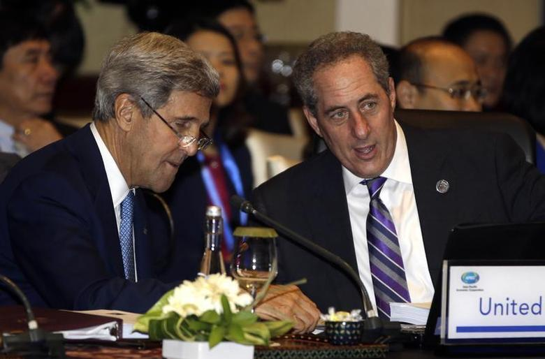 U.S. Secretary of State John Kerry (L) and U.S. Trade Representative Michael Froman talk prior to the Asia Pacific Economic Cooperation ministerial meeting in Bali October 4, 2013. REUTERS/Dita Alangkara/Pool