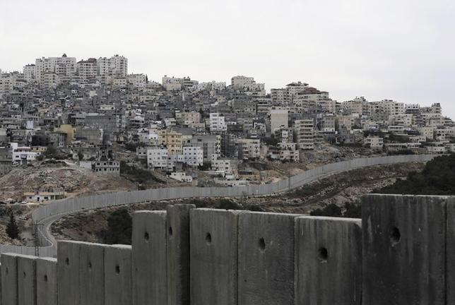 Israel's controversial barrier runs along the Shuafat refugee camp in the West Bank near Jerusalem November 23, 2013. REUTERS/Ammar Awad