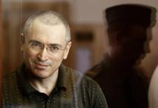 Foto de arquivo do ex-magnata do petróleo Mikhail Khodorkovsky, em Moscou, no ano de 2010. Neste sábado, um dia após ser libertado da prisão, o russo encontra sua família em Berlim. 22/07/2010 REUTERS/Sergei Karpukhin