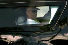 U.S. President Barack Obama departs his vacation home in Kailua, Hawaii December 21, 2013. REUTERS/Kevin Lamarque