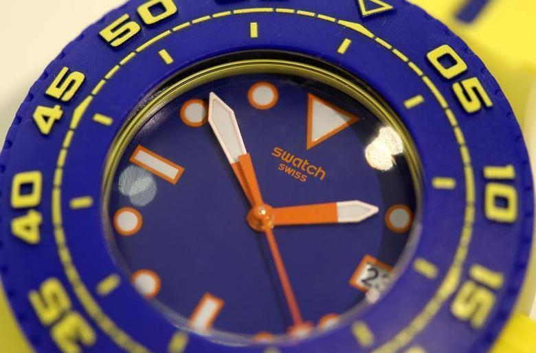 A Swatch Scuba Playero wrist watch is displayed in a shop in Zurich July 23, 2013. REUTERS/Arnd Wiegmann