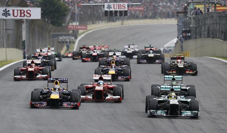 Mercedes Formula One driver Nico Rosberg of Germany (R, front) leads the pack as they head for the first turn at the start of the Brazilian F1 Grand Prix at the Interlagos circuit in Sao Paulo November 24, 2013. REUTERS/Nacho Doce