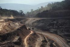 Ferro Carajas, la mina de mineral de hierro más grande del mundo, operada por Vale en el estado de Pará, mayo 29, 2012. La minera Vale mantendrá parcialmente su disputa con el Gobierno brasileño en torno a una demanda por el pago de impuestos atrasados, lo que podría ayudar al mayor productor de mineral de hierro del mundo a recuperar hasta 22.325 millones de reales (9.600 millones de dólares) a partir de un acuerdo reciente. REUTERS/Lunae Parracho