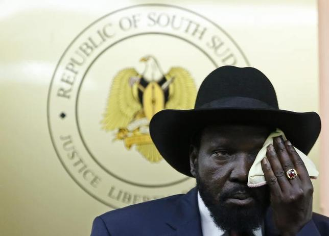South Sudan's President Salva Kiir wipes his face during a news conference in Juba December 18, 2013. REUTERS/Goran Tomasevic