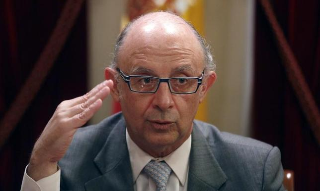 Spain's Treasury Minister Cristobal Montoro gestures during an interview with Reuters in Madrid November 19, 2013. REUTERS/Sergio Perez