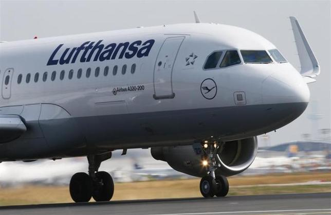 A Lufthansa Airbus A 320 takes off on runway ''Startbahn West'' at Frankfurt airport July 12, 2013. REUTERS/Ralph Orlowski/Files
