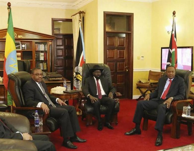 (L-R) Ethiopia's Prime Minister Hailemariam Desalegn, South Sudan President Salva Kiir and Kenya's President Uhuru Kenyatta meet in the capital Juba December 26, 2013. REUTERS/Hakim George